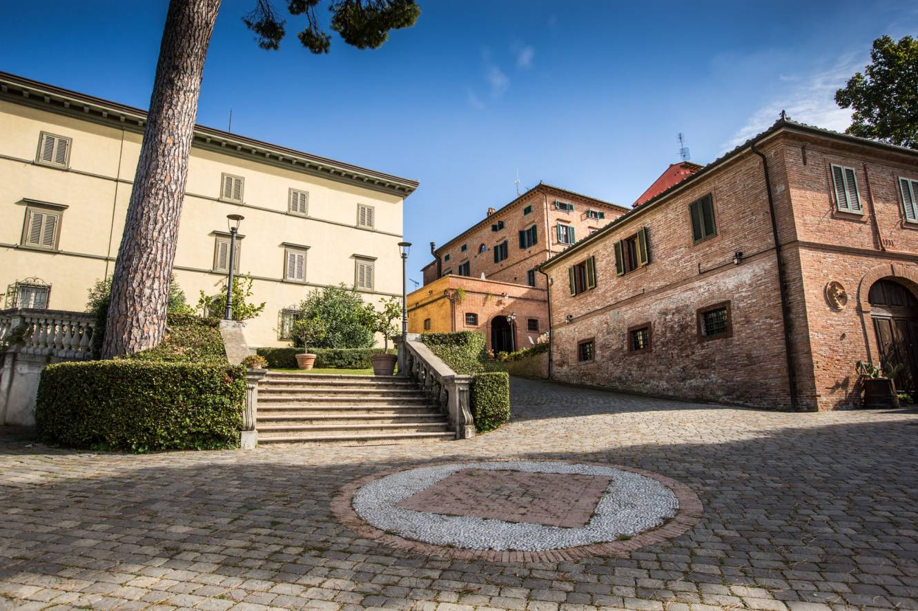 Location for business meetings in Tuscany