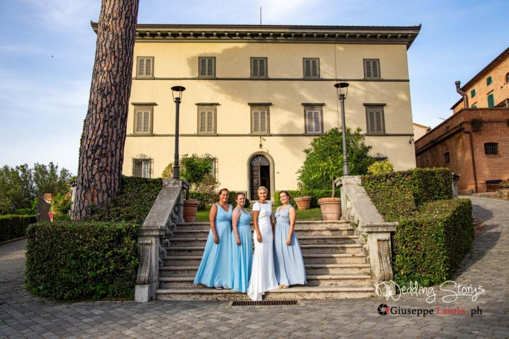 ancient-villa-tuscany-for-weddings-bride-and-bridesmaids