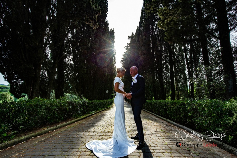 bride-and-groom-entrance-of-the-villa-for-weddings-tuscany