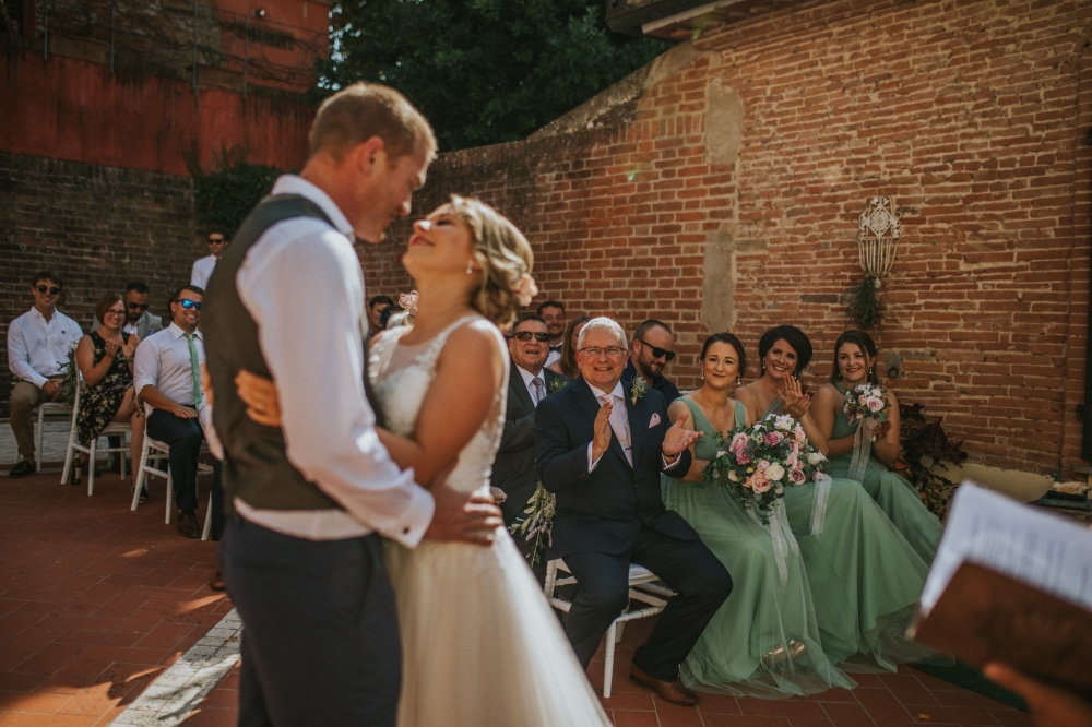 bride-and-groom-getting-married-in-tuscany-private-villa