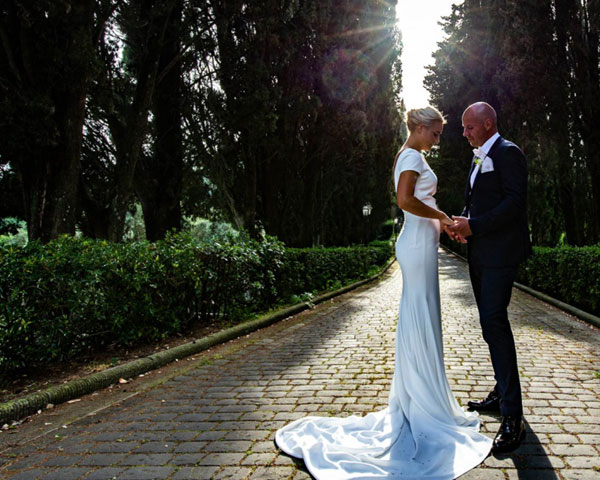 Bride and groom wedding Villa in Tuscany