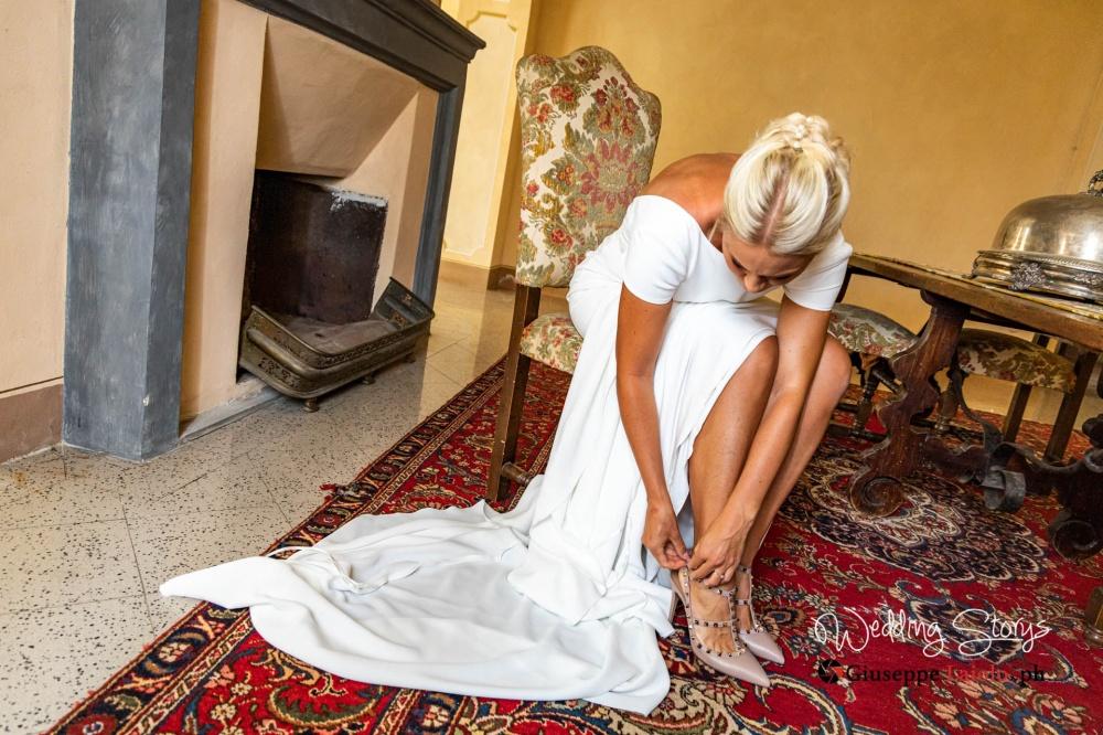bride-tuscan-villa-tuscany-classy-dress