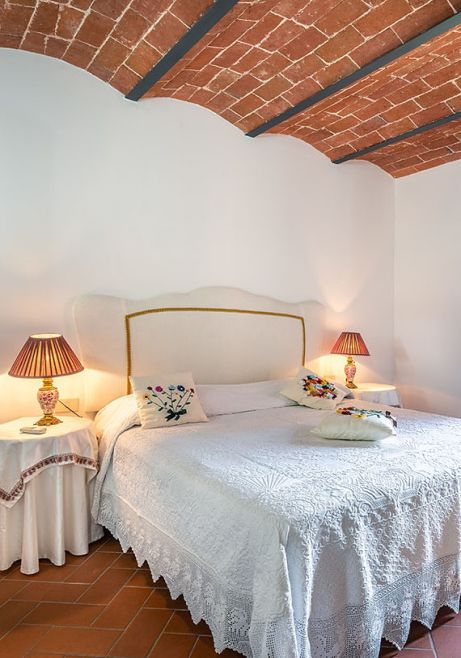 country style bedroom, holiday apartments in Tuscany