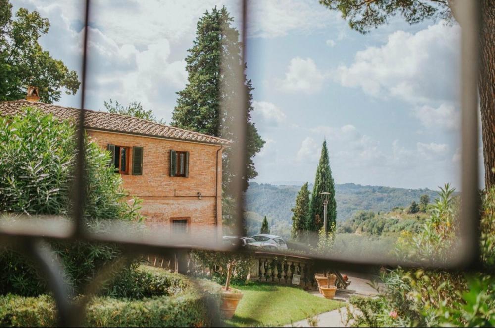 countryside-view-villa-tuscany