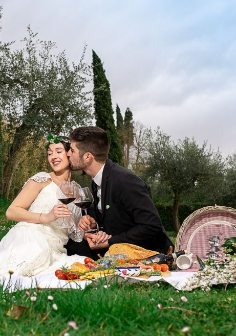 couple tasting wine in the garden of a Tuscan Villa