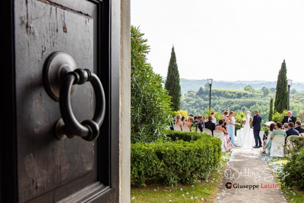 destination-wedding-in-tuscany-old-villa-with-garden
