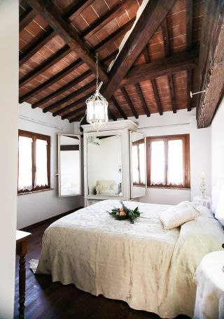 double bedroom, private apartment for holidays in Tuscany