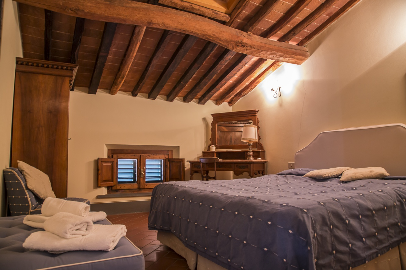 four-rooms-apartment-tuscany