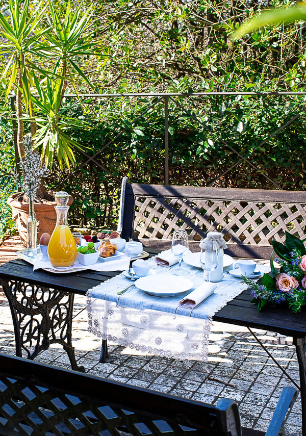 garden table for breakfast in a Tuscan Villa