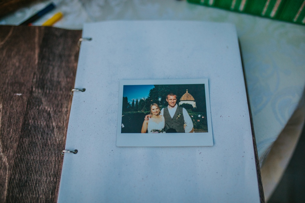 guest-book-wedding-day-ancient-villa-for-weddings-tuscany