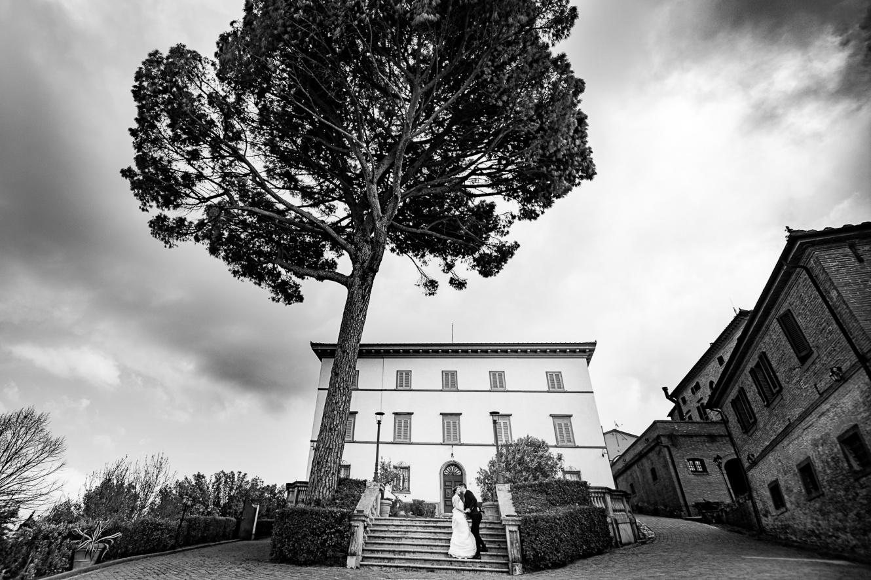 ancient villa in tuscan hamlet for weddings