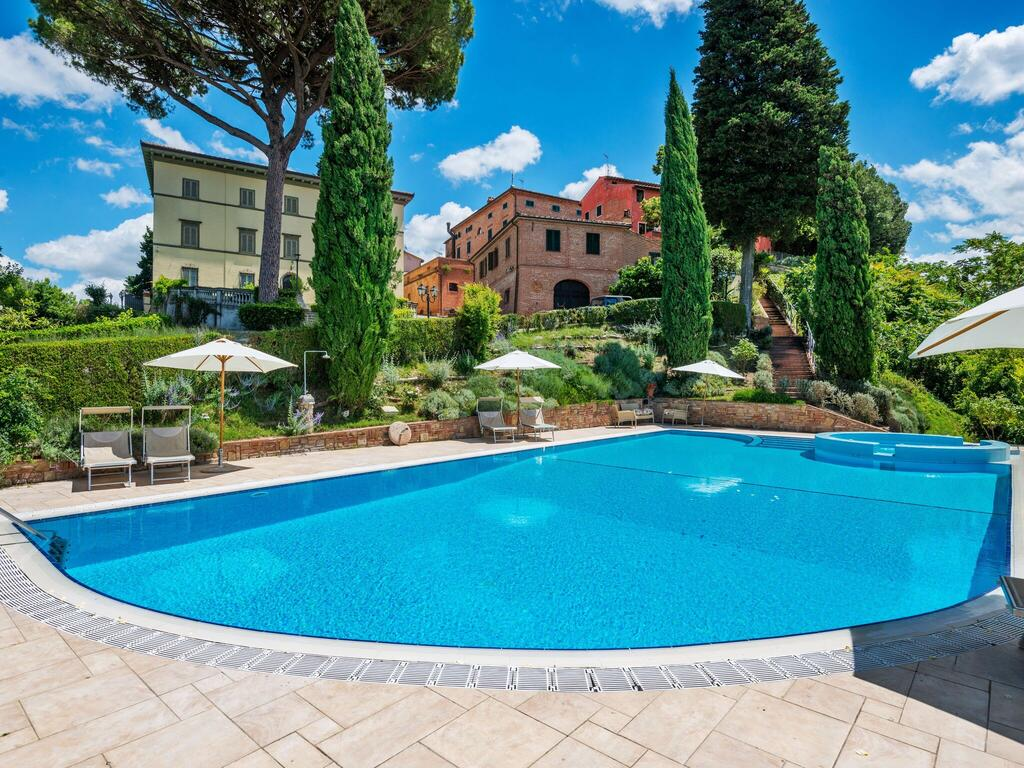 holiday house with accommodation and pool in the Tuscan countryside
