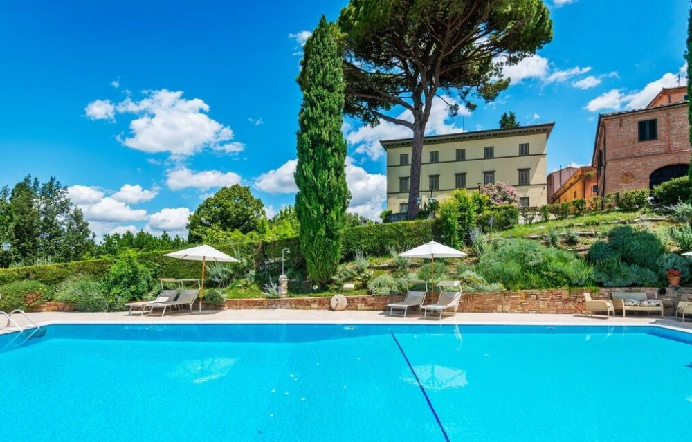 Holiday apartments with swimming pool Tuscany