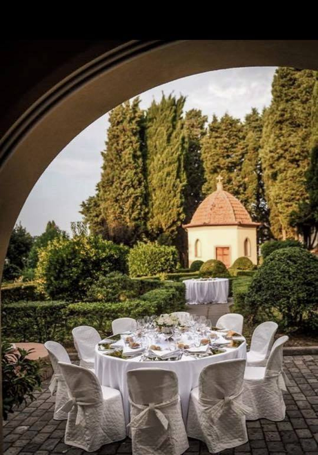 location for weddings Villa Tuscany, garden with chapel