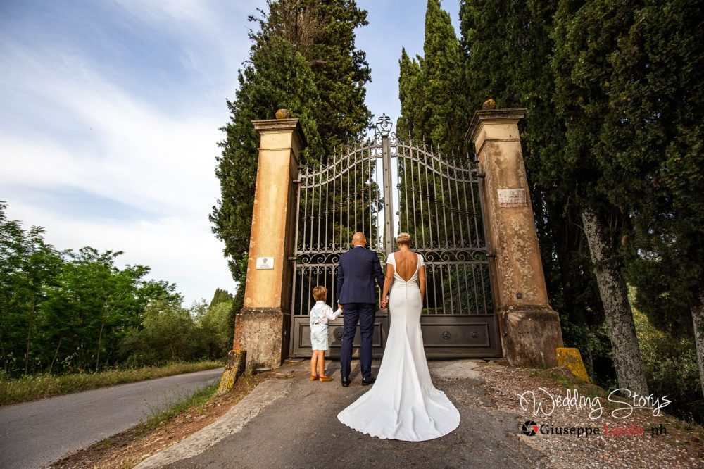 main-entrance-gate-wedding-villa-tuscany