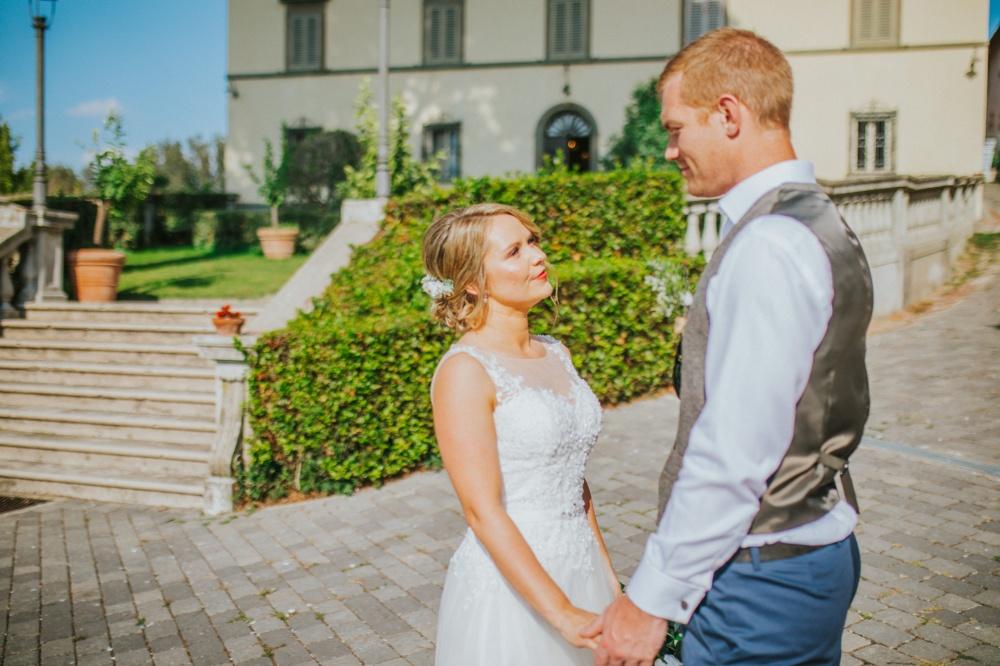 romantic-wedding-chapel-tuscany
