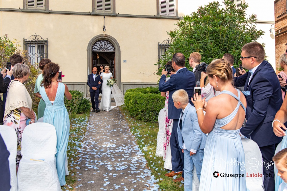 symbolic-wedding-ceremony-garden-villa-tuscany