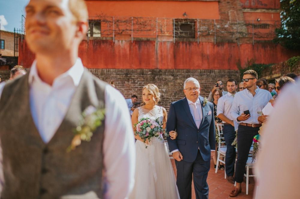symbolic-wedding-ceremony-piazza-villa-tuscany