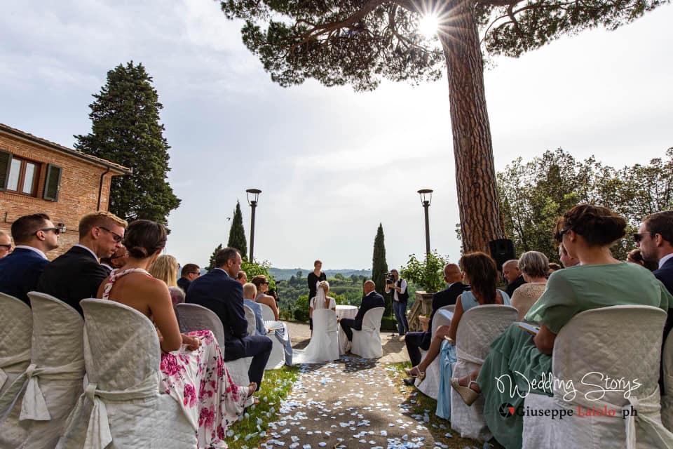 symbolic-wedding-ceremony-with-a-view-tuscany-villa