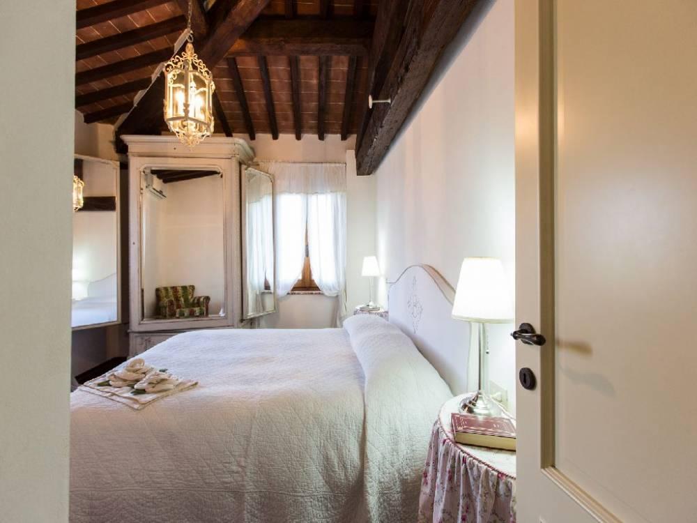 your-honeymoon-in-italy-at-borgo-bucciano-san-miniato